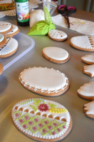 decorating easter cookies 2