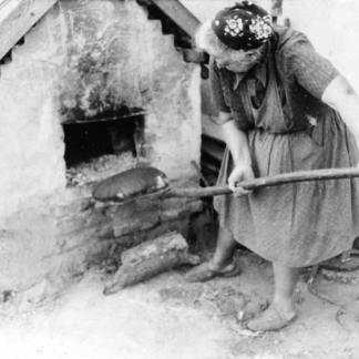An outdoor brick oven for baking bread from the 19th century. Source: Digital archives of The Department of Ethnology, SAV Bratislava.